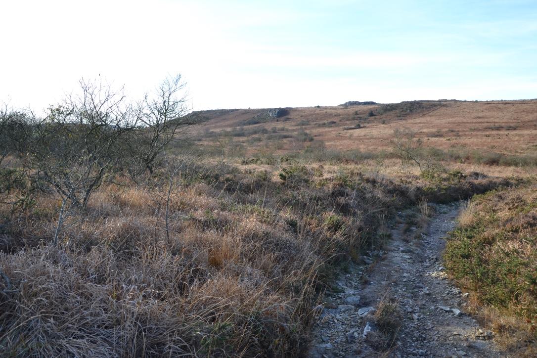 Sentier de randonnées vers les crêtes entre St Cadou et St Rivoal