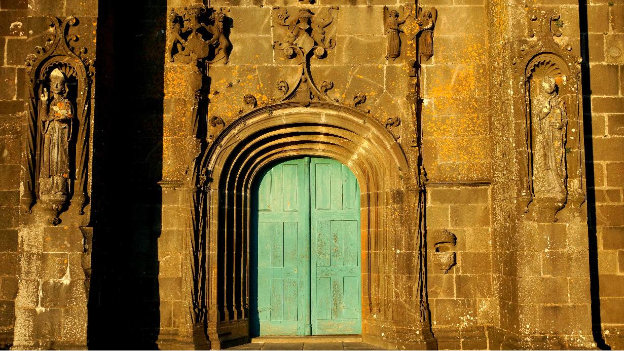 La porte ouest l'Hôpital Camfrout